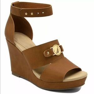 Nautica tan wedge size 9 Buckle platform new!